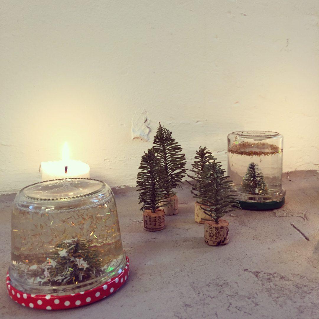 last minute weihnachtsgeschenk traumhafte schneekugeln. Black Bedroom Furniture Sets. Home Design Ideas