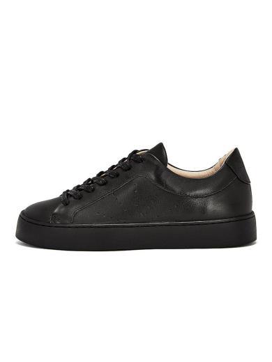 NINE TO FIVE Laced Sneaker #Boi Black star
